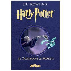 Harry Potter p&259;r&259;se&537;te pentru ultima oar&259; Aleea Privet Urc&259; în ata&537;ul motocicletei lui Hagrid &537;i porne&537;te al&259;turi de uria&537; spre cer &536;tie c&259; Lord Voldemort &537;i Mortivorii sunt pe urmele lor nu prea departe E rupt&259; vraja de protec&539;ie care l-a ap&259;rat pân&259; de curând îns&259; el nu se poate ascunde la nesfâr&537;it To&539;i cei iubi&539;i de Harry sunt