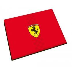 Mousepad Ferrariare o compatibilitate buna cu toate tipurile de mouse si cei cu senzor laser sau optic Invelisul din matase va ofera control si acuratete perfecta Combinatia perfecta intre materialul textil cu baza cauciucata face acest mouse pad un accesoriu perfect atat pentru acasa cat si pentru birouMousepad-ul Ferrari este rosu iar in mijloc se va regasi logo-ul Ferrari si o bandadecorativa a steagului de la Formula 1 fiind formata o dunga din