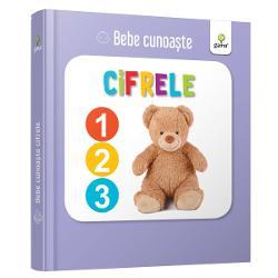 Util&259; pentru a-i înv&259;&539;a pe bebelu&537;i cuvinte noi cartea prezint&259; numerele pân&259; la 5 al&259;turi de elemente num&259;rabile pentru fiecare Este cartonat&259; integral u&537;or de apucat &537;i rezistent&259; la r&259;sfoireSeria Bebe cunoa&537;te este dedicat&259; copiilor de vârst&259; mic&259; afla&539;i la primele interac&539;iuni cu cartea No&539;iunile sunt