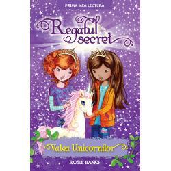 Ellie Summer &537;i Jasmine sunt tare ner&259;bd&259;toare s&259; viziteze din nou Regatul secret Regina Mali&539;ia cea malefic&259; a ascuns un tr&259;snet &238;n Valea UnicornilorVor putea oare fetele s&259; &238;&537;i ajute prietenii unicorni s&259; salveze t&259;r&226;mul magic de omizile lacome &537;i vrejurile periculoase