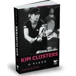 """În aceast&259; carte o ve&539;i urm&259;ri pe Kim Clijsters din copil&259;ria agitat&259; pân&259; la marea pr&259;pastie una permanent&259; &351;i dificil&259; dintre &351;coal&259; &351;i tenis care a coincis cu adolescen&355;a acesteia Ve&355;i vedea cum a fost """"aruncat&259;"""" prematur în realitatea lumii adulte ca urmare a numeroaselor deplas&259;ri în str&259;in&259;tate impuse de cariera"""