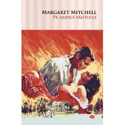 Cu ac&539;iunea plasat&259; pe fundalul dramatic al R&259;zboiului Civil american &537;i al Reconstruc&539;iei Pe aripile v&226;ntului magnificul roman istoric al lui Margaret Mitchell este o poveste de neuitat despre iubire &537;i pierdere despre o na&539;iune divizat&259; de pasiuni mortale &537;i al c&259;rei destin va fi schimbat pentru totdeauna &206;ns&259; mai presus de toate e povestea frumoasei &537;i lipsitei de scrupule Scarlett O&8217;Hara &537;i a galantului
