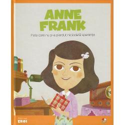 &206;n jurnalul s&259;u Anne Frank dezv&259;luie provoc&259;rile &537;i visele pe care le are orice fat&259; t&226;n&259;r&259; Dar regimul lui Hitler pune cap&259;t copil&259;riei Annei for&539;&226;nd-o pe ea &537;i pe familia ei s&259; se ascund&259; Aceast&259; carte urm&259;re&537;te &238;ndeaproape via&539;a Annei &537;i a mo&537;tenirii valoroase pe care o ofer&259; umanit&259;&539;ii &238;nsemn&259;rile pe care aceast&259; feti&539;&259; le-a f&259;cut