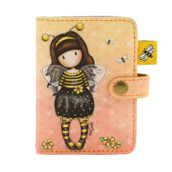 Husa carduri Gorjuss Bee Loved12 Compartimente card transparenteMaterial Piele ecologicaDimensiuni 8 cm x 10 cm x 15 cmInchidere CapsaInstructiuni curatare stergeti cu o carpa&160;umeda