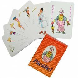 Noriel Joc de carti Pacalici Vintage roJocul Pacalici contine 33 de carti de joc si regulamentul32 de carti sunt perechi - costumul national masculin si costumul national feminin din aceeasi tara Carte fara pereche se numeste Pacalici si este reprezentata de un clovnModul de joc este urmatorul Unul dintre jucatori amesteca bine toate cartile si imparte cate 4 carti cu fata in jos tuturor jucatorilor Jucatorul din dreapata celui care a impartit cartile incepe