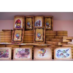 Anita-cu-Bundita si minunatele ei calatorii in Lumea Lumilor impreuna cu nazdravanul Duta Ghinduta este un basm romanesc scris de Luiza Ciolac si ilustrat de Anne ChiritescuCartea cu ilustratii se ofera in caseta personalizataIn caseta este si mapa cu desenele semnate de autor la scara 11 realizate manual in tehnici mixte de artista plastica Anne ChiritescuFiecare desen poate fi inramat si se pot decora atit saloanele de tratament cu citostastatice cit
