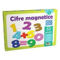 """Setul contine piese colorate de plastic in forma de cifre si simboluri ale operatiilor matematice Fiecare piesa este prevazuta cu un mic magnet astfel ca se prinde si ramane prinsa pe tablita inclusa atunci cand este apropiata de aceasta Piesele pot fi mutate pe tablita si desprinse de pe aceasta cu usurinta Astfel copilul poate """"compune"""" formule si expresii matematice prin adaugarea pe tablita a cifrelor si simbolurilorContinut- 1 tablita magneticabr"""