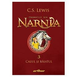 În noaptea în care Shasta afl&259; c&259; nu e fiul pescarului Arsheesh &351;i c&259; acesta vrea s&259;-l vând&259; ca sclav se hot&259;r&259;&351;te s&259; fug&259; din Calormen împreun&259; cu Bree Calul Vorbitor În drum spre miaz&259;noapte spre Narnia se întov&259;r&259;&351;esc cu Aravis &351;i cu Hwin fugare &351;i eleCând trec prin cetatea Tashbaan cei patru prieteni afl&259; de complotul pus la cale de