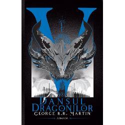SAGA-FENOMEN CARE A STAT LA BAZA SERIEI HBOURZEALA TRONURILORÎn cea de-a cincea parte a legendarei seriiCântec de ghea&539;&259; &537;i foc Zidul se profileaz&259; pe fundalul Nordului mai întunecat decât oricând Chiar aici Jon Snow va înfrunta cel mai mare pericol din via&539;a lui pentru c&259; nu are du&537;mani doar în Rondul de noapte ci &537;i în