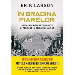Erik Larson autorul bestselleruluiSiajul mor&539;ii ne ofer&259; o poveste remarcabil&259; din timpul ascensiunii lui Hitler la putereMomentul este plasat în 1933 locul – Berlin când William E Dodd devine primul ambasador al SUA în Germania nazist&259; a lui Hitler într-un an care s-a dovedit a fi un moment de cotitur&259; în istorieProfesor în Chicago Dodd î&537;i aduce cu el &537;i so&539;ia