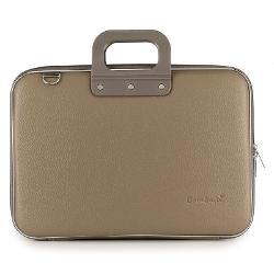 Aceasta geanta robusta eleganta pentru laptop este fabricata din piele ecologica si manere din silicon Geanta lux business laptop 15 in Clasic vinil Bombata-Grejeste realizata din materiale solide intr-o nuanta deosebita de grej Avand un design clasic mereu in tendinte este ideala pentru orice ocazie Marginile deosebite dau acea nota de eleganta care o face remarcataGeanta lux business laptop 15 in Clasic vinil