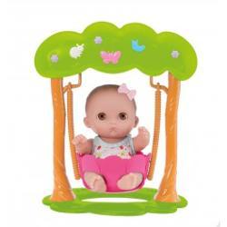 Acest bebelus adorabil cu leagan este special facut pentru a pune un zambet imens pe fata copilului dumneavoastraLeaganul este fixat intre doi arbori plini de culoare frunezele si fluturi viu colorati adauga un plus de distractieDimensiune papusa21 cmDimensiune leagan29x24x17cmDimensiune