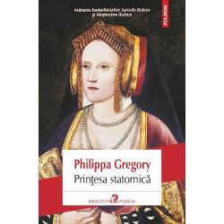 E cunoscuta drept sotia stearpa a unui rege puternic dar in spatele acestei imagini se ascunde o poveste seducatoare Katherine de Aragon este Infanta Spaniei nascuta din stirpe de razboinici din parinti cu singe nobil La nici patru ani ea e fagaduita unui Print de Wales lui Arthur si crescuta ca viitoare Regina a Angliei Nu are nici o farima de indoiala ca soarta o va aduce la curtea unei tari de la capatul lumii o &539;ara rece si uitata de Dumnezeu