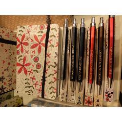 Cadoul perfect pentru pasionatii de scris- o agenda Helen ExleyFormat carte 195137Numar pagini 144Culoare interior policromie