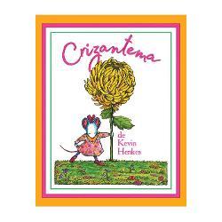 """E o &537;oricic&259; o cheam&259; Crizantema &537;i e tare mândr&259; de numele ei""""E absolut perfect"""" spune mama""""E absolut perfect"""" repet&259; &537;i tataDar în prima zi de &537;coal&259; Crizantema afl&259; c&259; numele ei nu e chiar a&537;a cum credea e nume de floare e caraghios &537;i a&537;a de lung de nici nu încape pe ecusonMicu&539;a e trist&259; &537;i pleo&537;tit&259;"""