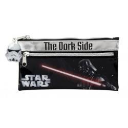 Penarul Vader Star Wars are doua compartimente care se inchid cu fermoar Penarul Vader Star Wars poate fi folosit pentru pastrarea instrumentelor de scris sau a micilor accesorii Este practic atat pentru scoala cat si pentru activitatile extrascolareDimensiuni11x22 cmVarsta3span