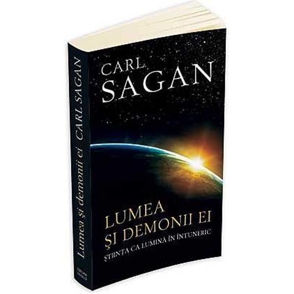 Cum putem lua decizii inteligente in vietile noastre tot mai influentate de tehnologie daca nu intelegem diferenta dintre miturile pseudostiintei si ipotezele testabile ale stiintei Carl Sagan castigator al premiului Pulitzer si renumit astronom sustine ca gandirea stiintifica este vitala nu doar in cautarea adevarului ci si pentru insasi integritatea institutiilor noastre democratice Parcurgand zone cuprinzatoare ale istoriei si culturii Sagan examineaza si