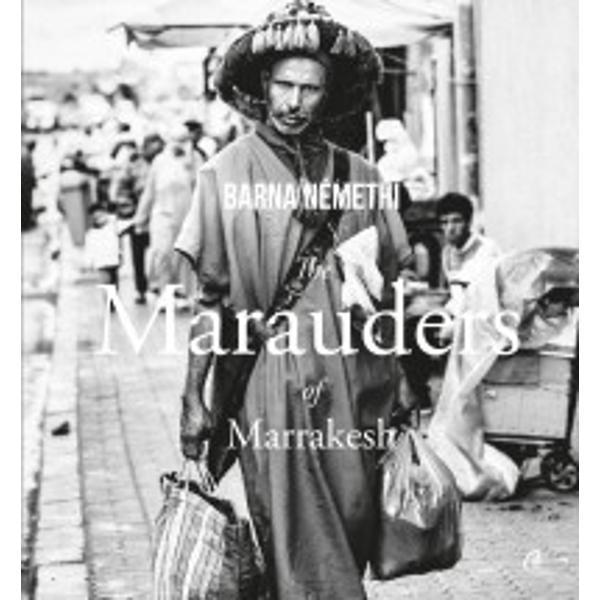 Mereu pe drum  pe motociclet&259; pe jos &238;n ma&351;in&259; sau pe biciclet&259; &238;ntr-o continu&259; mi&351;care str&259;b&259;t&226;nd circuitele zilnice ale subzisten&355;ei drumurile care unesc casele locurile pie&355;ele oamenii  a&351;a apar locuitorii Marrakesh-ului &238;n fotografiile lui Barna N&233;methiLa originea mi&351;c&259;rii lor permanente nu sunt doar necesit&259;&355;ile imediate ale vie&355;ii c&259;utarea hranei acest surogat