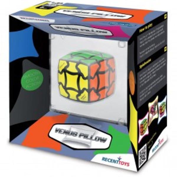 Joc de inteligenta Venus PillowCube clasic Rubik într-o nou&259; înf&259;&539;i&537;are Venus Pillow este noua versiune a cubului Rubik ce decurge in forme &537;i culori viiPrincipiul este bine cunoscut Cubul este rotit astfel încât se amesteca culorile Acum încearc&259; s&259; aduci culorile înapoi în pozi&539;ia de