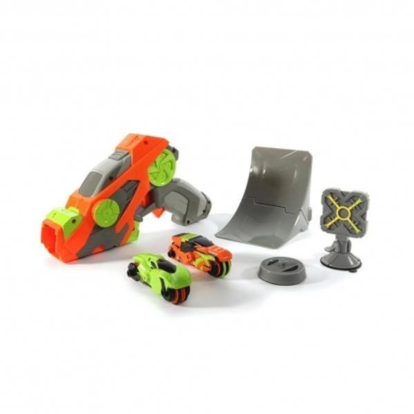 Blasterele si vehiculele se unesc pentru o provocare de inalta performantaViteza Cascadorii Trei vehicule incarcate simultanBlasterul Street Shots - Street lanseaza vehiculele rapid si la distanta cu viteza extrema Creati propriile cascadorii cu accesoriile incluse Trei trepte de viteza va permit sa controlati lovituraSetul include1 blaster cu incarcare2 vehicule T-Racer1