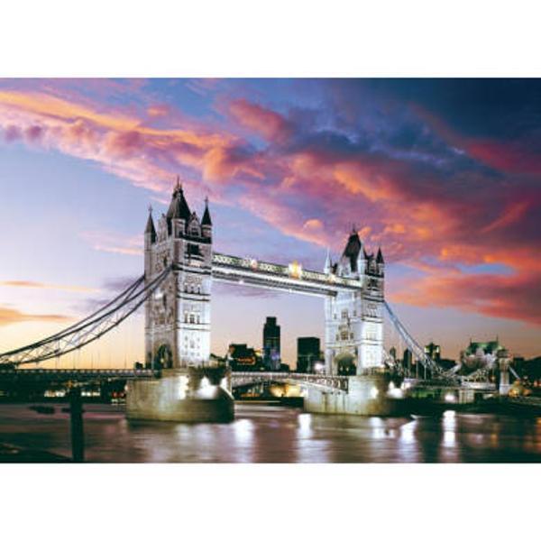 Puzzle 1000 piese Tower Bridge London Anglia Are un gad de dificultate ridicat cadoul perfect pentru pasionatii din domeniu Calitatea deosebita a pieselor si a imaginiiDimensiuni&160;puzzle 68x47 cmDimensiuni&160;cutie35x25x5 cm
