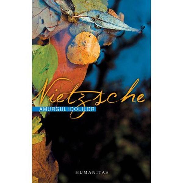 Valorile ideile dupa care s-au calauzit indeobste filozofii apar in aceasta opera tarzie a lui Nietzsche drept idoli drept zei care au incremenit intr-o eternitate statuta si a caror evolutie pe scena lumii prin urmare s-a incheiat Filozoful lucid intelegand oboseala bolnavicioasa a spiritului vremii are atunci drept imperativ anuntarea adica grabirea sfarsitului acestui spiritUn exemplu paradigmatic de idol lumea adevarata lumea ideilor lui Platon s-a retras treptat in