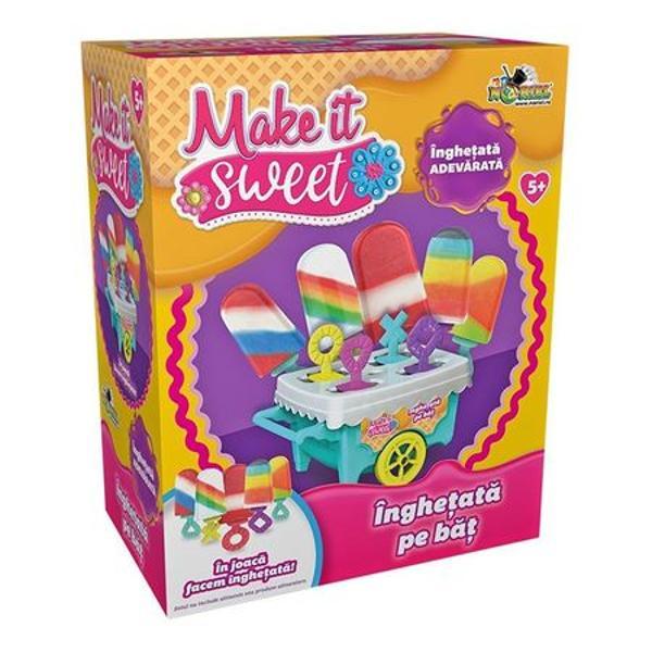 In joaca facem inghetataPregateste-ti singur o delicioasa inghetata cu zambete Dar nu uita sa pui cu generozitate ingredientul secret fara de care dulciurile nu suntdulci prieteniaImparte inghetatele pe care le faci cu amicii tai ca sa fie cu adevarat gustoase si pline de zambeteSetul contine1 x Toneta cu inghetata4 x Bete colorateManual de instructiuniRecomandare varsta 5