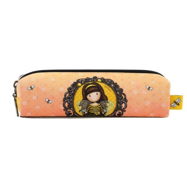 Pouch accesorii subtire Gorjuss Bee Loved&160;este un accesoriu foarte practic in depozitarea si transportarea obiectelor de mici dimensiuniDimensiuni 185x6x5 cmMaterial exterior piele ecologica