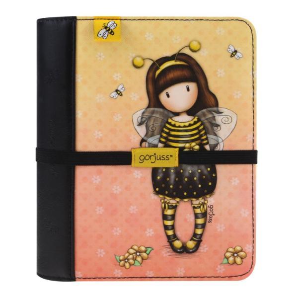 Jurnal calatorie Gorjuss Bee Loved&160;este un accesoriu must have pentru pasionatii de calatorii Aceasta agenda te poate ajuta sa iti planuiesti mult mai usor urmatoarea vacantaInteriorul jurnalului de calatorii este galbenFoile jurnalului sunt prinse cu 6 inele metaliceAgenda este prevazuta si cu un elastic negru care iti va proteja toate informatiile secreteDimensiuni 19x16x3 cm