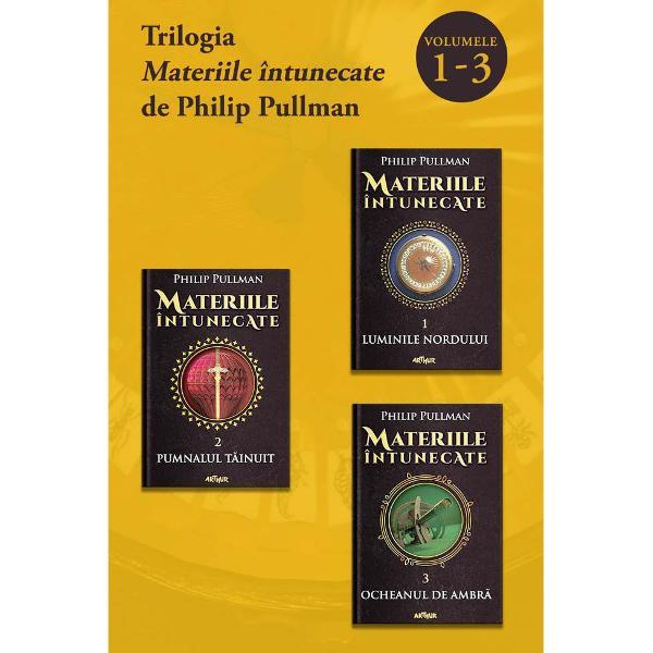 Trilogia care a reinventat literatura pentru copii &537;i adolescen&539;i &537;i care l-a impus pe Philip Pullman printre cei mai îndr&259;gi&539;i autori contemporaniÎn primul volumLuminile Norduluiac&539;iunea se petrece într-un univers asem&259;n&259;tor cu al nostru dar în multe feluri diferit Povestea din al doilea volumPumnalul t&259;inuitse deplaseaz&259; între trei
