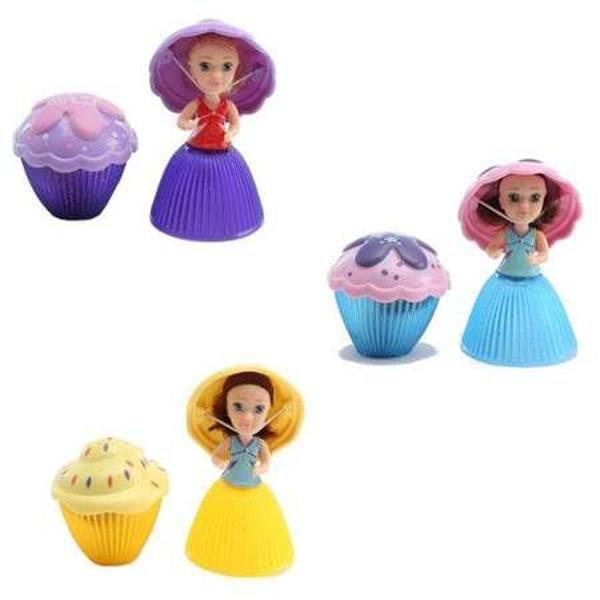 Papusicile Mini Cupcake Surprise - Mary Valerie Gwennsunt jucariile care vor incanta toate fetitele o briosa cu miros delicios si o papusa imbracata ca o printesa Printr-o singura apasare partea de jos a briosei se va transforma intr-o printesa adorabila imbracata intr-o rochita cu sclipici si purtand o palarie chic Papusile Mini Cupcake Surprise sunt ideale pentru fetitele care iubesc torturile Sunt cadourile perfecte indiferent de gusturile celor mici pentru ca