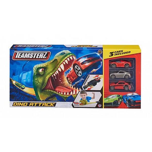 Jucati-va cu setulTeamsterz Dino Attack cu trei masinice include autoturisme care accelereaza de-a lungul traseului de curse si dispune de o banda si de lansatorul elastic de tractiune si urmariti cum masinutele zboara prin falcile deschise ale capului Dino Setul include trei autoturisme si este usor de configurat si asamblat fiind totodata si foarte captivant putand sa te joci cu el in nenumarate moduri Setul preia si detaliile cele mai mici ale modelelor