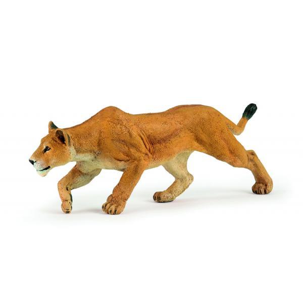 Figurina Papo-Leoaica la vanatoare jucarie pentru copiiDimensiuneLxh 15x5 cmRecomandat 3 ani