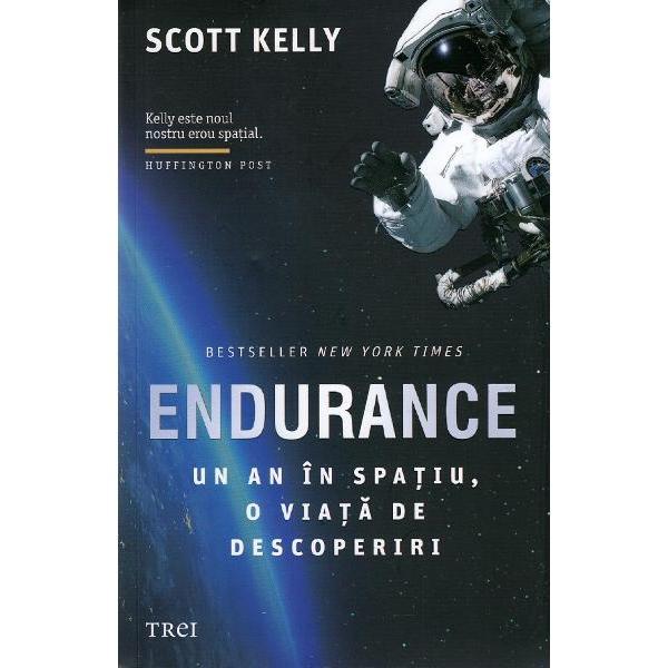 Bestseller New York Times   Kelly este noul nostru erou spatial   ndash  Huffington Post  O misiune spatiala NASA dureaza de obicei zece zile iar un astronaut sta pe Statia Spatiala Internationala in jur de sase luni Scott Kelly a ramas acolo un an intreg A infruntat izolarea in spatiu  mdash  un mediu de o frumusete coplesitoare dar si plin de pericole  mdash  orbitand in jurul Pamantului cu o viteza de 28 000 de kilometri pe ora O calatorie extraordinara care ne a adus viitorul mai aproape