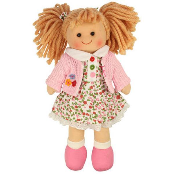 Sa facem cunostinta cu Poppy Papusica ta cea noua este foarte moale si placuta la atingere In plus Poppy este super-eleganta-are o rochita in culori deschise si o jacheta roz In foarte scurta vreme ea va deveni cea mai buna prietena a ta cu care poti sa impartasesti toate secretele tale si care abia asteapta sa iti ofere o imbratisare Ideala pentru jocurile de rol pline de imaginatie si creativitate dar si pentru familiarizarea cu sentimentul si notiunea de