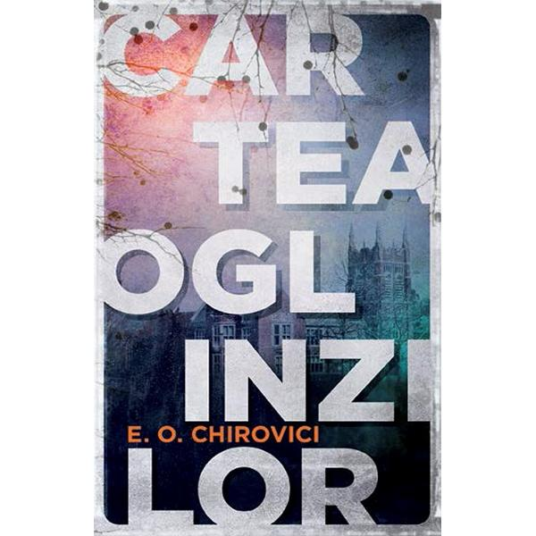 """Volumul care a luat cu asalt marea pia&355;&259; interna&355;ional&259; de carte""""Cartea Oglinzilor"""" este singurul titlu al unui scriitor român ale c&259;ruidrepturi de publicare au fost vândute în peste 38 de &355;&259;riScriitorul Eugen Ovidiu Chirovici a n&259;ucit lumea literar&259; cu primul s&259;uroman în limba englez&259; considerat """"un fenomen"""