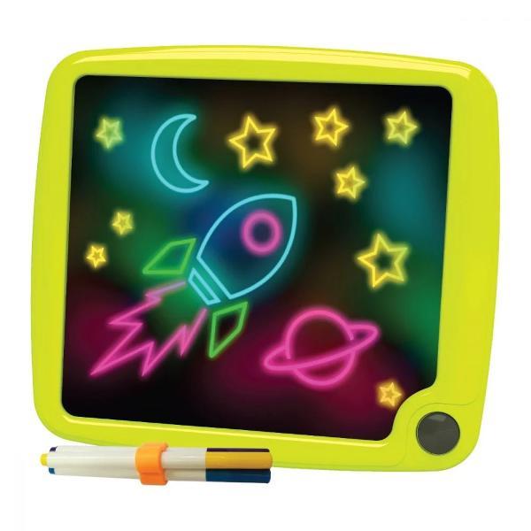 Pentru Baieti FeteVarsta 3 - 4 ani 4 - 5 ani 5 - 7 aniTip produs Tabla de scrisCuloare VerdeBrand Micul ArtistMicul Artist – Glow Pad este tableta care iti aduce creatiile la luminaDeseneaza pe ea cu cele 5 markere incluse aprinde lumina si priveste-ti creatiile colorate si stralucitoare Apoi ia-o de la capat sterge totul cu radiera si creeaza desene noiUn singur artist patru moduri de exprimare deseneaza liber sau dupa sabloane