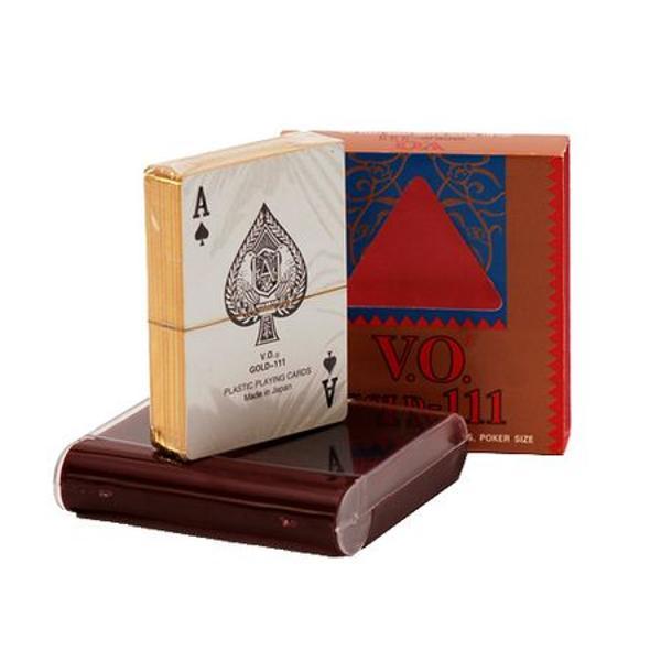 Acest set se compune din carti din plastic ambalate intr-o cutie de plastictip tabacheraCartile sunt aurii pe margineVarsta 3 aniMaterialPasticNumar jucatori4td