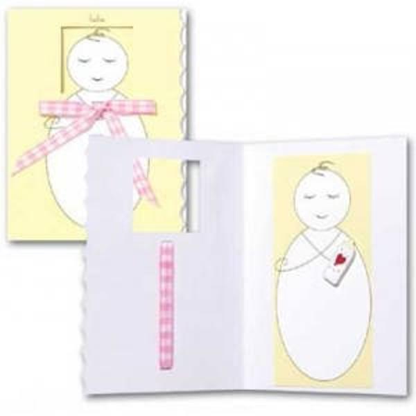 Felicitare 3D Trespanache pentru botez-Bebelus fetitaFiecare felicitare este invelita intr-o folie transparenta In interior este un bebelus cu biberon in format 3D iar pe fata are atasata o fundita din panglica roz De asemenea felicitarea este prevazuta cu plicDimensiune felicitare inchisa 13x19 cm