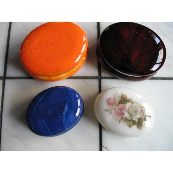 Cutie pentru bijuterii confectionata din alabastru disponibila in culori si modele diferiteDimensiuni 10 centimetri