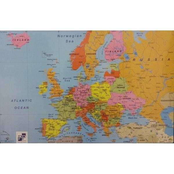 Mapa protectie pentru birou cu design atractiv confectionata din miez de carton invelit in material plastic Ilustrata cu harta lumii si a Europei