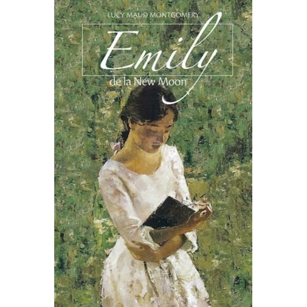 Lucy Maud Montgomery 1874-1942 cunoscut&259; mai cu seam&259; pentru seria de romane pentru copii Anne de la Green Gables d&259; via&539;&259; în trilogia Emily de la New Moon unei eroine inteligente &537;i curajoase care î&537;i tr&259;ie&537;te copil&259;ria cu imagina&539;ie cu visul de a deveni scriitoareMicu&539;a orfan&259; Emily Byrd Starr r&259;mâne în grija unchilor &537;i m&259;tu&537;ilor Murray c&259;rora mândria