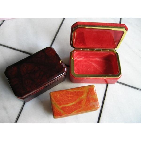 Cutie pentru bijuterii din alabastru disponibila in culori si modele diferiteDimensiuni 12 centimetri