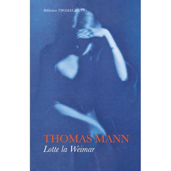 Cu ironia sa plin&259; de rafinament cu inegalabila sa m&259;iestrie artistic&259; Thomas Mann imagineaz&259; o posibil&259; întâlnire între iubita din tinere&355;e a lui Goethe neuitata Lotte a lui Werther &351;i cel care cincizeci de ani mai târziu devenise patriarhul literaturii germane Cât&259; emo&355;ie reprimat&259; câte sentimente contradictorii ce jocuri subtile cu miturile unei epoci încap între copertele acestei