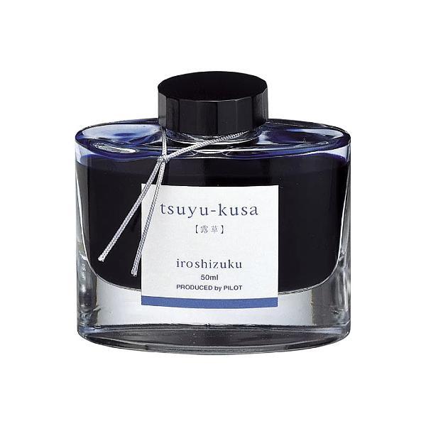 """Cerneala Pilot Iroshizuku Floare de nu ma uita 50 ml albastru Numele """"Iroshizuku"""" este o combinatie de cuvinte japoneze """"iro""""culoare pe de o parte exprima un standard inalt si o mare varietate de culori iar """"shizuku"""" picaturi sugereaza insasi imaginea picaturilor de apa Fiecare culoare poarta numele unui peisaj japonez acest lucru intensificand si mai mult unicitatea fiecarei culori Pilot si-a fabricat dintotdeauna propriile cerneluri ce sunt"""