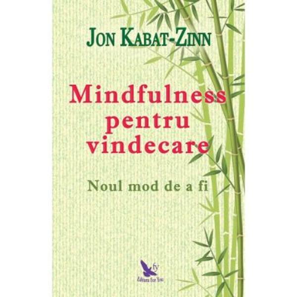 """Jon Kabat-Zinn parintele mindfulnessului ne-a schimbat modul in care ne raportam la constientizarea vietii de zi cu zi El a demonstrat si legatura dintre mindfulness si starea de bine pe toate planurile fizic cognitiv emotional social planetar si spiritualIn """"Mindfulness pentru vindecare"""" Kabat-Zinn evidentiaza cum practica mindfulness iti vindeca trupul si iti reface traseele neuronale prin procesele neuroplasticitatii De asemenea"""