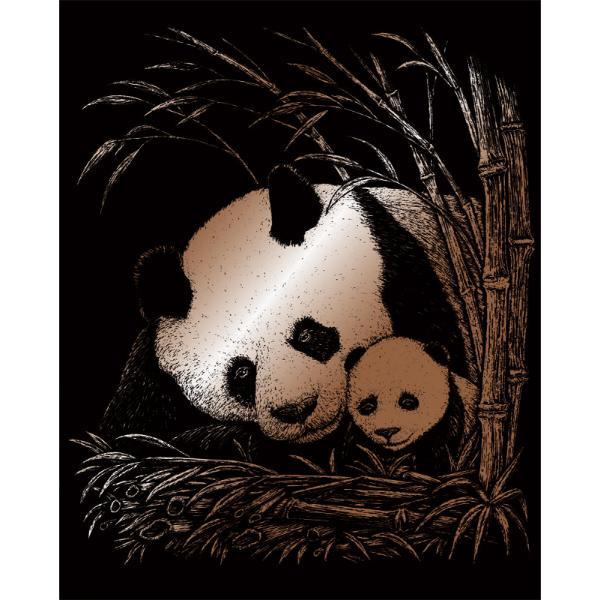 Set gravura pe folie aramie Panda si puiSetul gravura pe folie aramie Panda si puite invita sa petreci cateva ore in compania celei mai vechi forme de exprimare artistica de cand exista omul pe pamant Placa neagra predesenata in tonuri fine de gri inchis te va ghida in noua ta calatorie poate chiar initiatica Nu stii niciodata ce pasiuni va trezi in interiorul tauul stylefont-weight