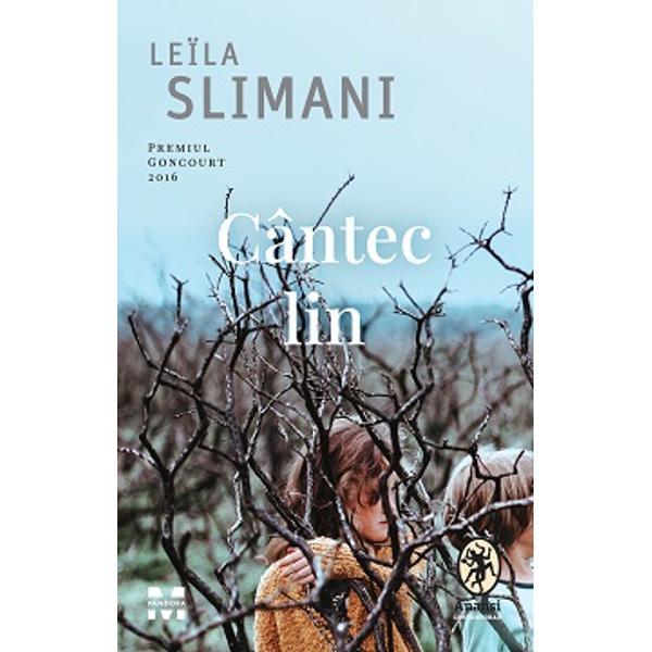 Roman distins cu Premiul Goncourt &537;i nominalizat la Prix Renaudot Prix Femina Prix de Flore &537;i Prix InteralliéCând Myriam mama a doi copii mici se hot&259;r&259;&537;te în ciuda reticen&539;ei so&539;ului ei s&259;-&537;i reia activitatea profesional&259; cuplul începe s&259; caute o bon&259; Dup&259; o serie de interviuri o angajeaz&259; pe Louise care cucere&537;te rapid afec&539;iunea copiilor &537;i
