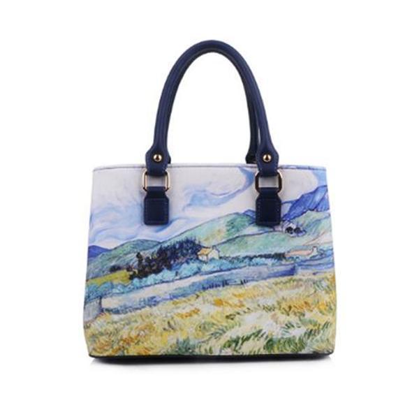 Geantaeste accesoriul de care femeia moderna nu se poate lipsiPentru lucrurile pe care le ai de rezolvat zi de ziaceasta geanta cu design modern si model inspirat de picturile lui Van Gogh este utila si perfect adaptata nevoilor tale