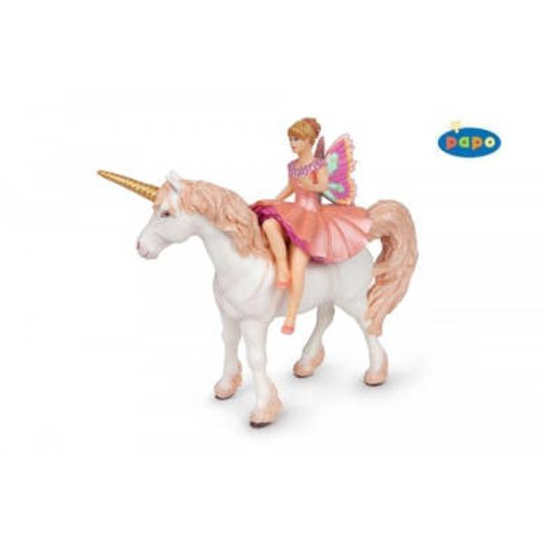 Figurina Papo-Balerina Elf si unicornJucarie educationala realizata manual excelent pictata si poate fi colectionata de catre copii sau adaugata la seturile de joaca cum ar fi personaje de basm si legendaetcUn excelent stimulent pentru a extinde imaginatia copiilor dezvoltand multe oportunitati de joacaNu contine substante toxiceInaltimea aproxim 9 cmVarsta 3 ani